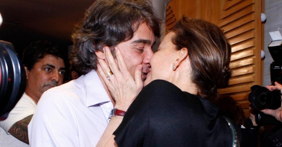 Alexandre Borges e Julia Lemmertz na estreia de