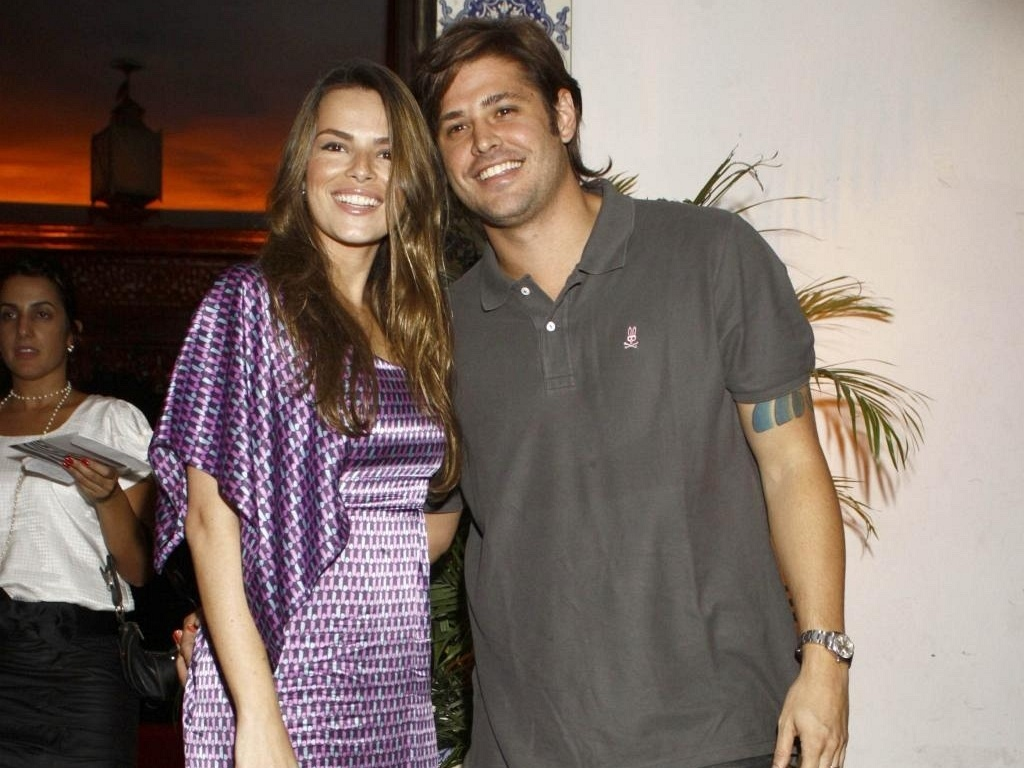 Viviane Sarahyba e Dado Dolabella vo  festa de aniversrio no Rio de Janeiro (12/3/10)