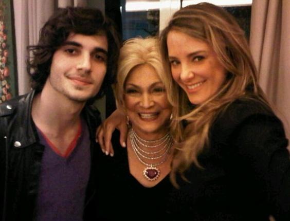 Fiuk, Hebe Camargo e Ticiane Pinheiro em festa na casa da apresentadora do SBT (