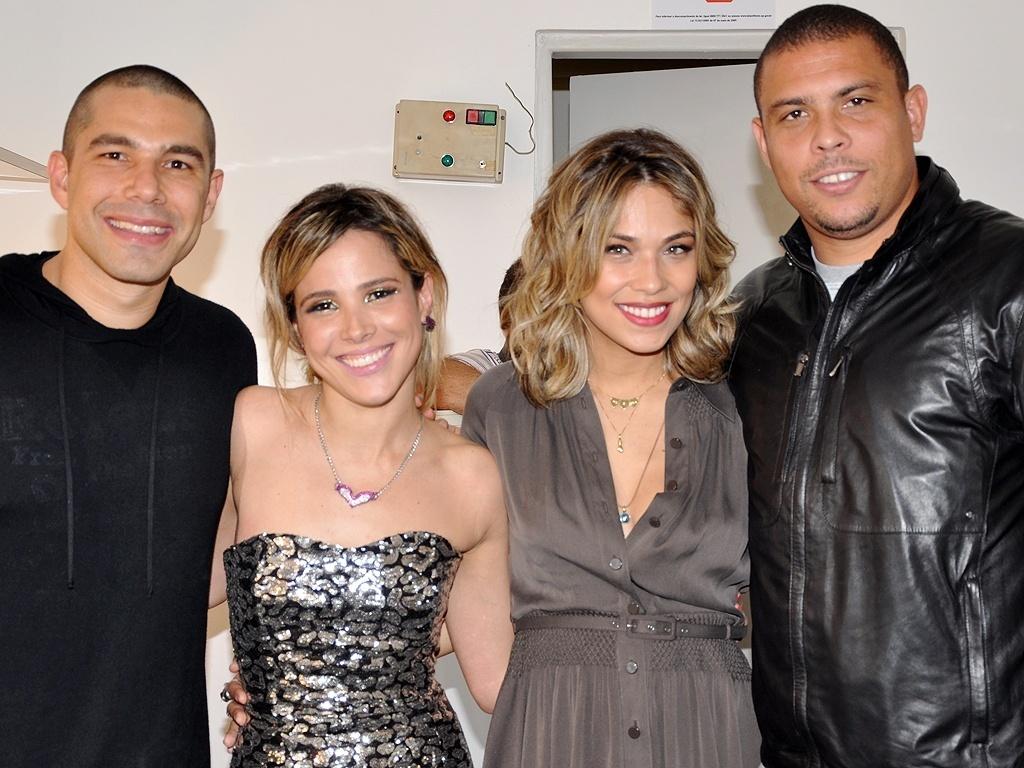 Wanessa estreia turnê em São Paulo e recebe, junto ao marido Marcus Buaiz, Ronaldo e Bia Antony no camarim (11/09/2010)