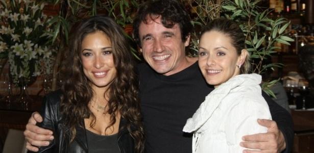 Gisele Itié, Caio Junqueira e Bianca Rinaldi assistem ao centésimo capítulo de