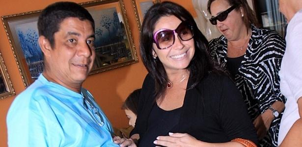 Zeca Pagodinho e Giovanna Antonelli em festa na casa do cantor, no Rio de Janeiro (28/9/10)