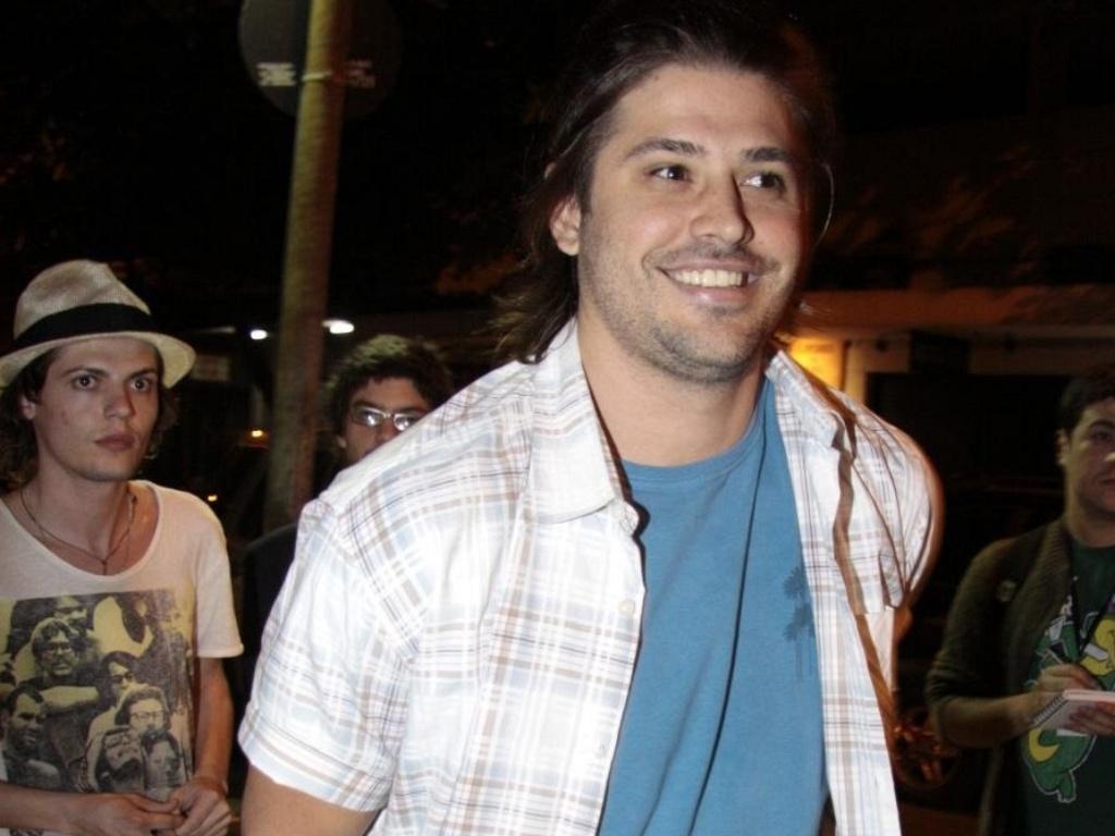 Dado Dolabella vai à festa de aniversário de Carolina Dieckmann em uma pizzaria na zona sul do Rio (16/9/10)