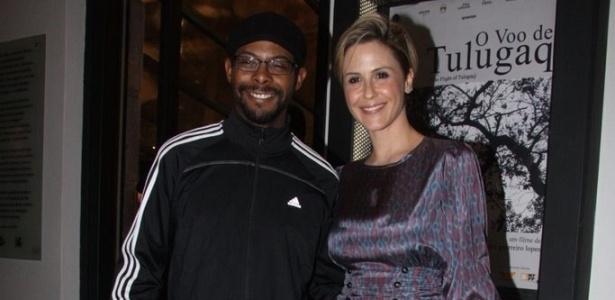 Os atores André Ramiro e Guilhermina Guinle prestigiam a pré-estreia do filme