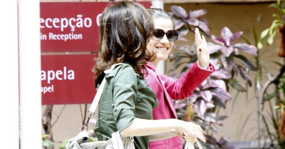 Deborah Evelyn e Ingrid Guimarães visitam Flávia Alessandra na Casa de Saúde São José (6/10/10)
