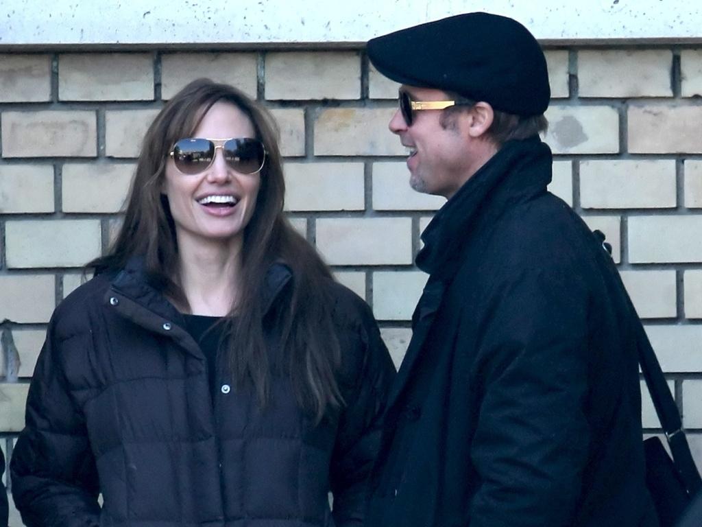 Brad Pitt visita Angelina Jolie no set de seu novo filme em Budapeste (13/10/2010)