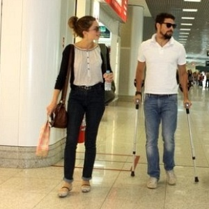 Grazi Massafera e Cauã Reymond no aeroporto Santos Dumont, no Rio (13/10/10)