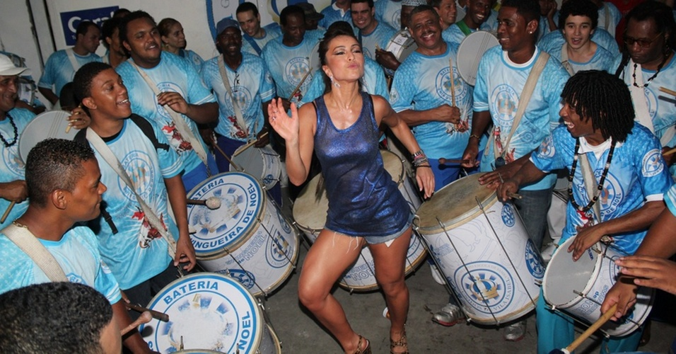 Nova Rainha de Bateria, Sabrina Sato samba na Vila Isabel
