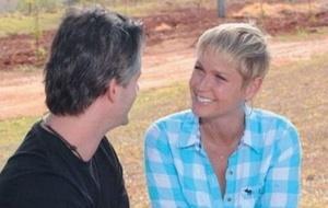 Xuxa entrevista Victor na fazenda do sertanejo em Uberlândia, Minas Gerais (6/10/10)