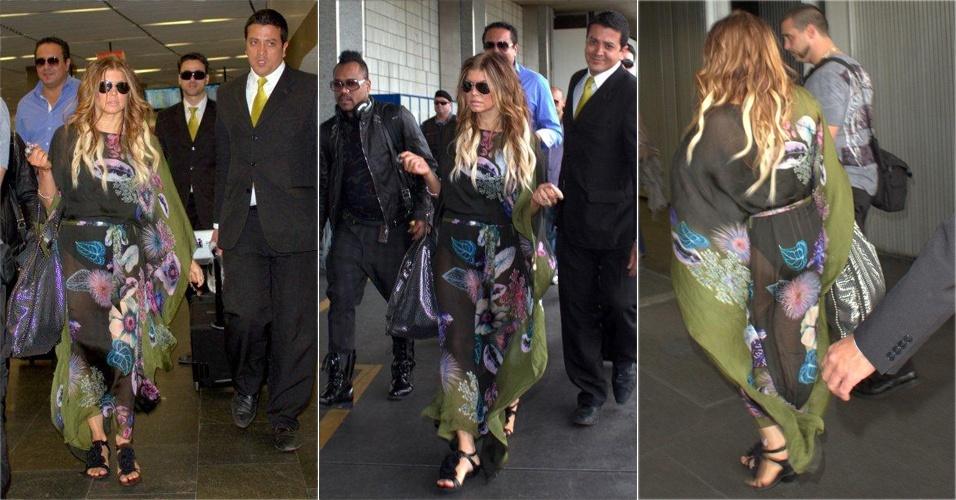Detalhe da bata florida de Fergie ao chegar no aeroporto internacional do Rio (27/10/2010)