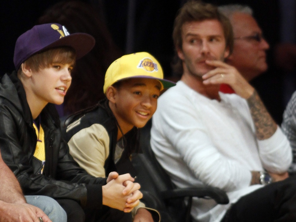 Justin Bieber, Jaden Smith e David Beckham assistem jogo dos Lakers em Los Angeles (27/10/2010)
