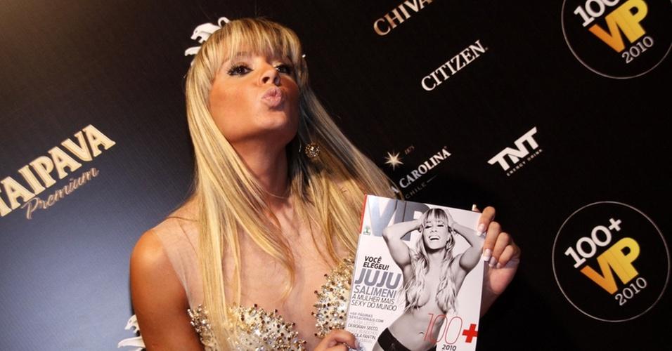 Juju Salimeni faz biquinho em noite de comemoração da revista VIP, que aconteceu no Rio de Janeiro (27/10/10)