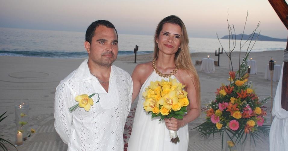 Luciano e a mulher Flávia renovam votos de casamento no balneário de Los Cabos, no México (6/10/2010)