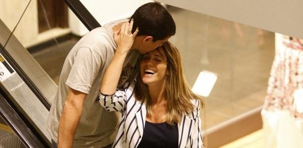 Fernanda Pontes e Diogo Boni namoram em shopping do Rio de Janeiro (1/11/2010)