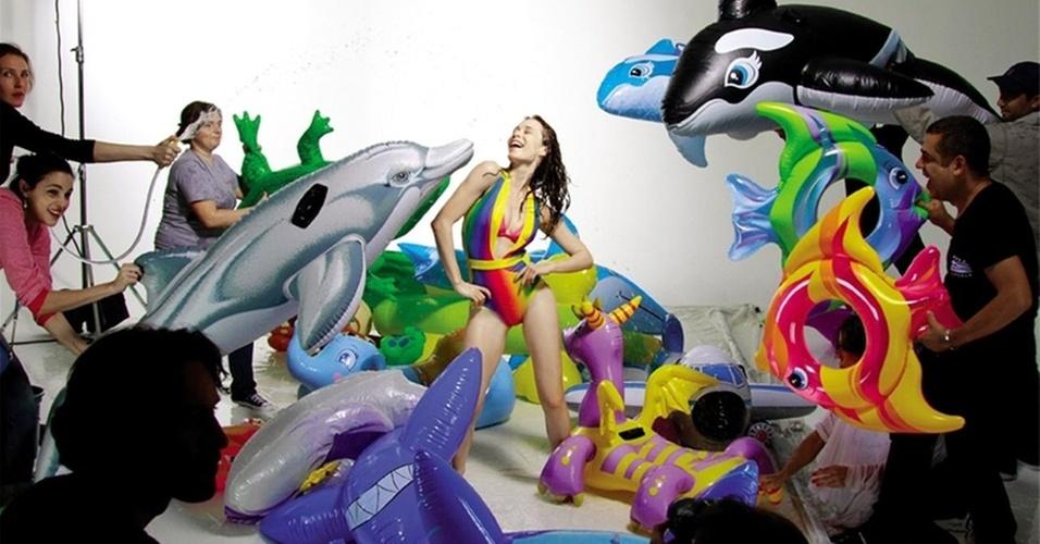 Mariana Ximenes estrela campanha de grife de sapatos (novembro/2010)