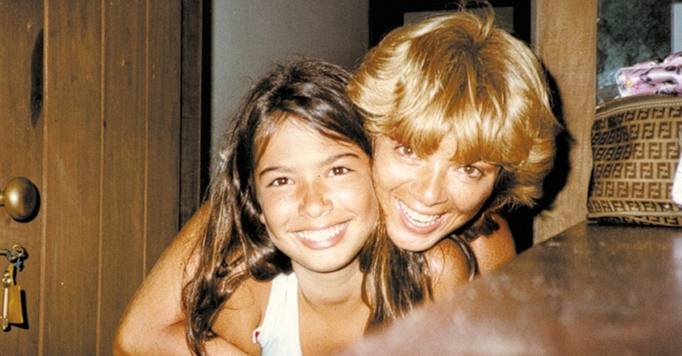 Luciana Gimenez e a mãe Vera Gimenez em foto de arquivo pessoal
