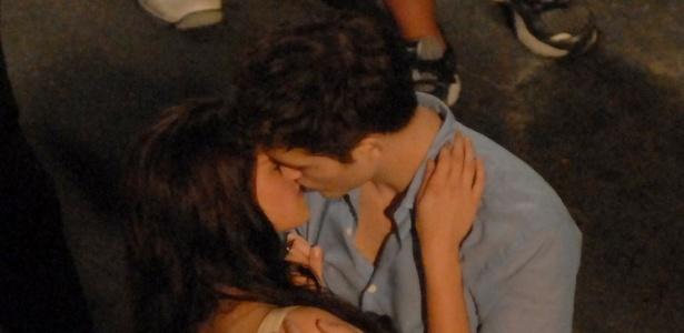 Kristen Stewart e Robert Pattinson gravam cena de beijo para o filme