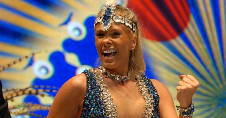 Adriane Galisteu grava vinheta de Carnaval da Globo (9/11/10)
