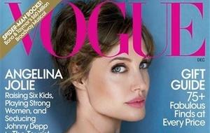 Atriz Angelina Jolie na capa da revista