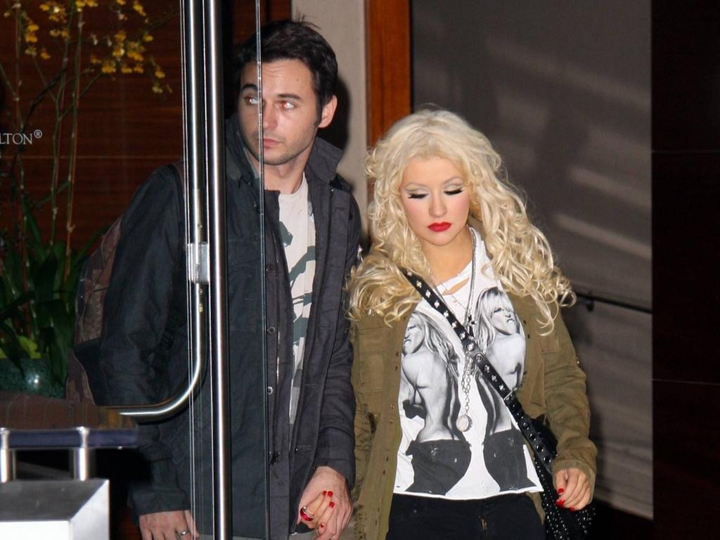 Christina Aguilera é fotografada com novo affair Matthew D. Rutler em Los Angeles (21/11/2010)