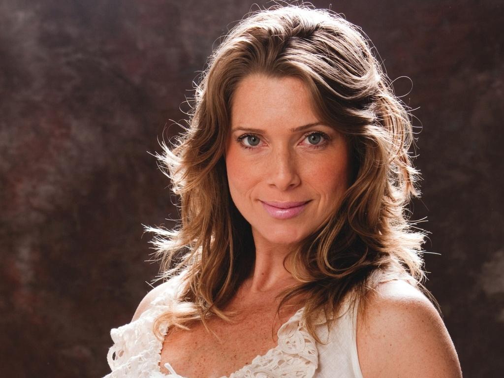 Letícia Spiller exibe a barriga na capa da Contigo! (24/11/10)
