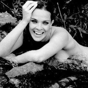 Letícia Birkheuer posta em microblog uma foto de seu ensaio na Playboy (30/11/10)