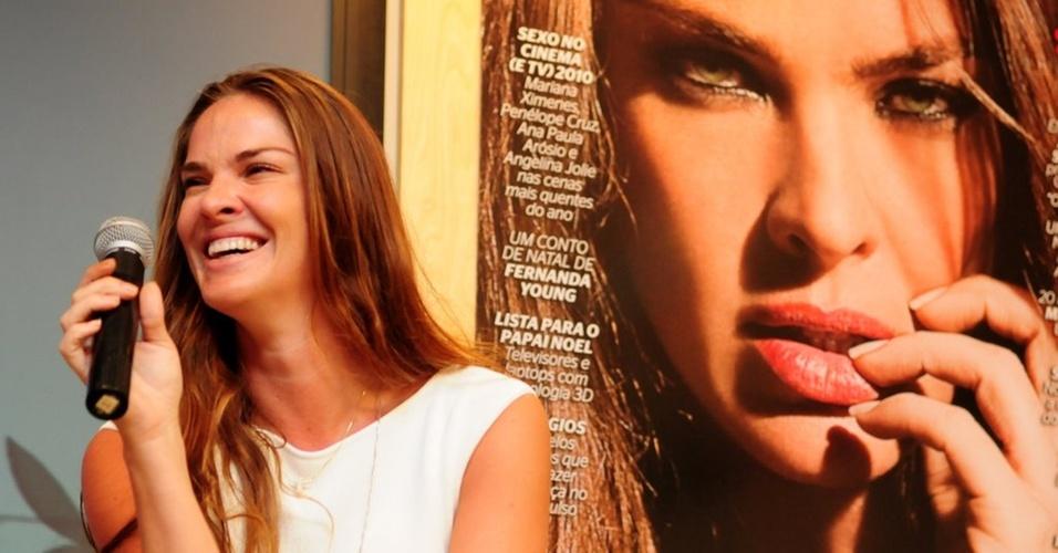 A modelo Letícia Birkheuer participa do lançamento da