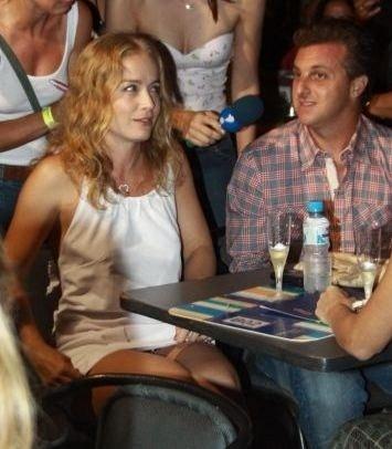 Angélica e Luciano Huck vão ao show de Caetano Veloso e Maria Gadú no Citibank Hall, no Rio (5/12/10)