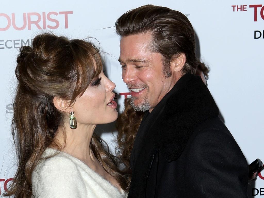 Angelina Jolie e Brad Pitt participam da première de