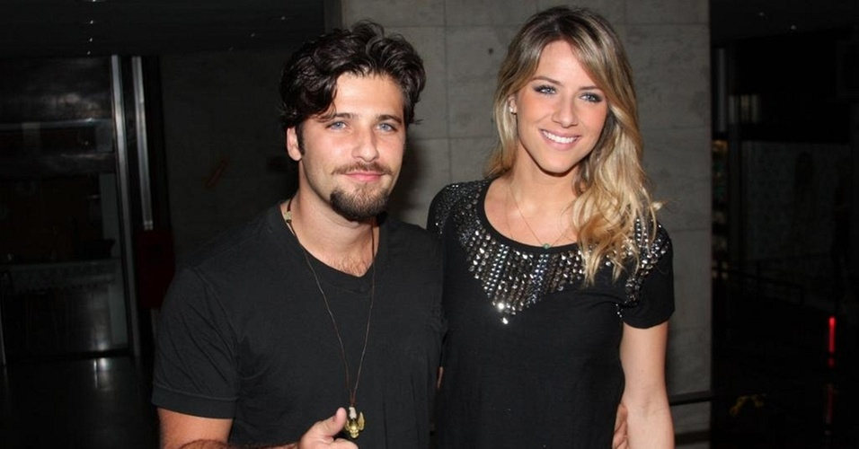 Bruno Gagliasso e Giovanna Ewbank em festa em So Paulo (21/10/10)