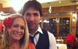 Suzana Vieira e Sandro Pedroso jantam em churrascaria carioca (23/12/10)