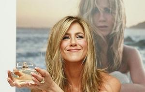 A atriz Jennifer Aniston no lançamento de seu perfume