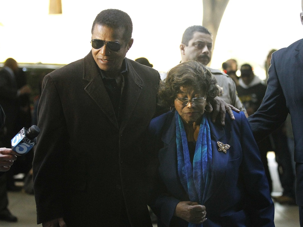 Jermaine e Katherine Jackson chegam a tribunal de Los Angeles para audincia preliminar do mdico Conrad Murray (4/1/2011)