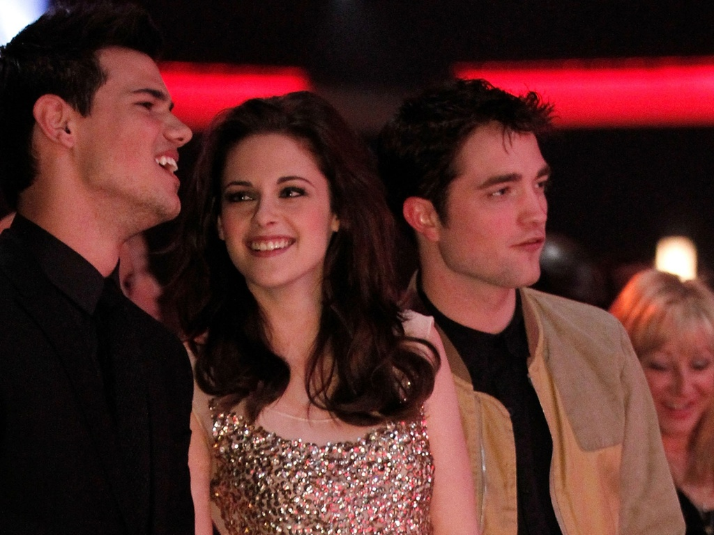 Taylor Lautner, Kristen Stewart e Robert Pattinson na plateia do People's Choice Awards, em Los Angeles (5/1/2011)