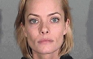 Atriz Jaime Pressly em foto divulgada pelo Departamento de Polícia de Santa Monica após ser detida suspeita de dirigir embriagada (6/1/2011)