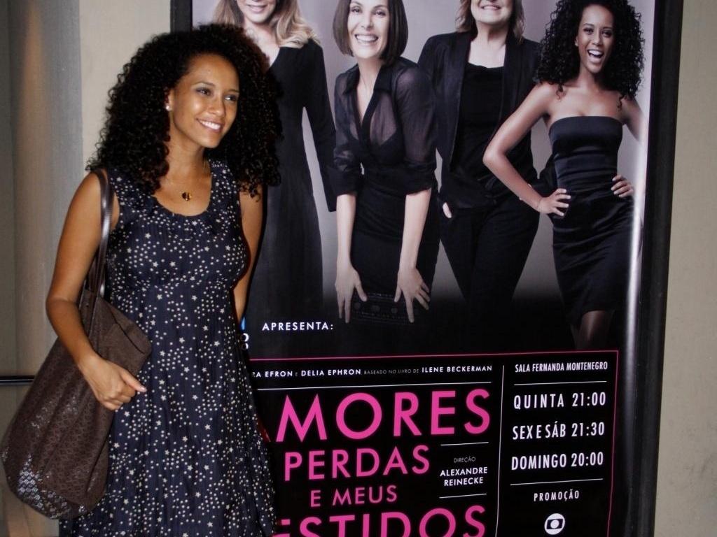 Grávida de três meses, Taís Araújo estreia peça no Rio (6/1/2011)