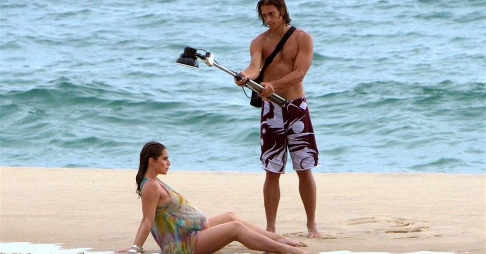 Letícia Spiller faz ensaio fotográfico na praia de São Conrado, na zona sul do Rio (12/1/2011)