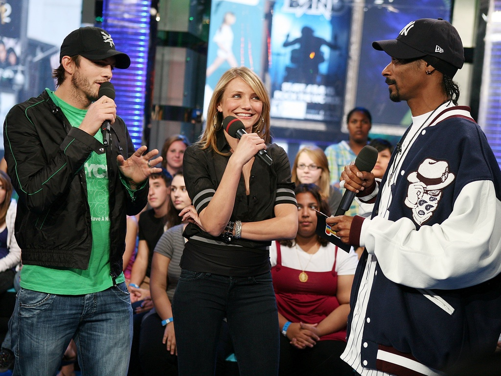 Ashton Kutcher, Cameron Diaz e Snoop Dogg no programa Total Request Live, em Nova York (5/5/2008)