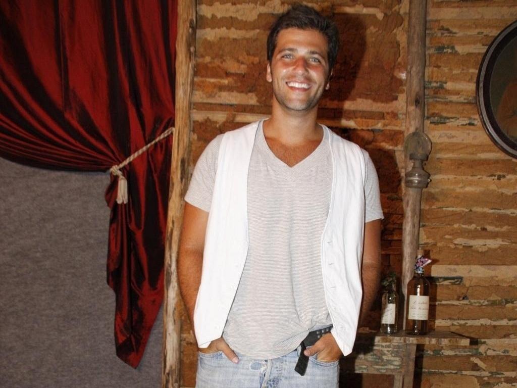 Bruno Gagliasso vai à apresentação do elenco de