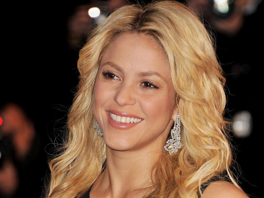 Shakira no NRJ Music Awards 2011, em Cannes (22/1/2011)