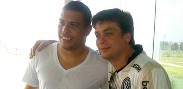 O atacante Ronaldo recebe o ator Fábio Assunção e seu filho, João, no CT do Corinthians