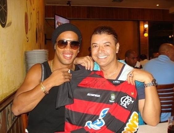Ronaldinho Gaúcho e David Brazil em uma churrascaria carioca (1/2/11)