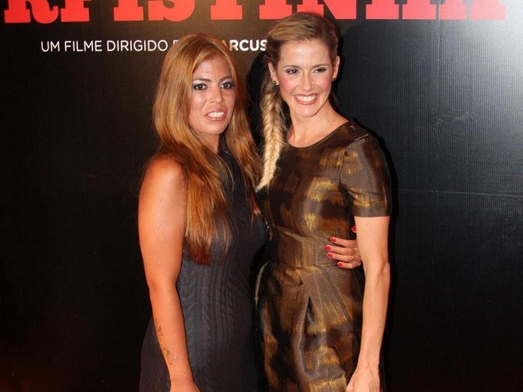 Raquel Pacheco e Deborah secco vão à pré-estreia do longa