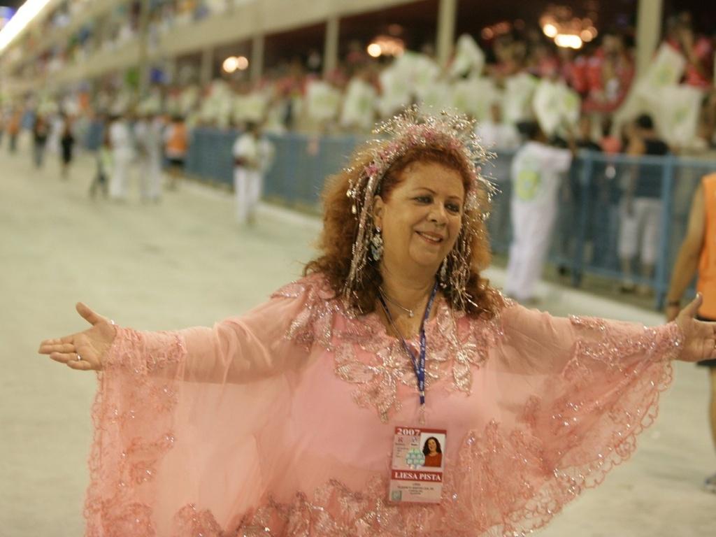 Beth Carvalho no Sambódromo do Rio de Janeiro (18/2/2007)