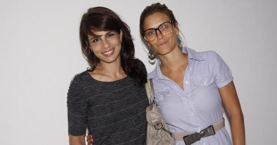 Maria Ribeiro e Carolina Dieckmann vão à pré-estreia do filme