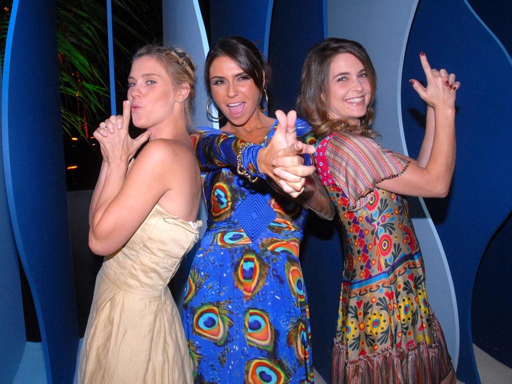 Carolina Dieckmann, Giovanna Antonelli e Claudia Abreu posam como