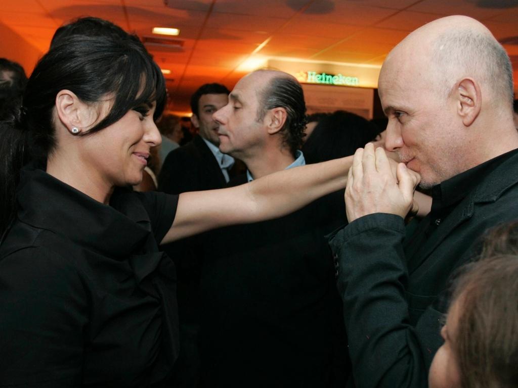 Giovanna Antonelli ganha beijo de Bruno Barreto na pré-estreia do filme