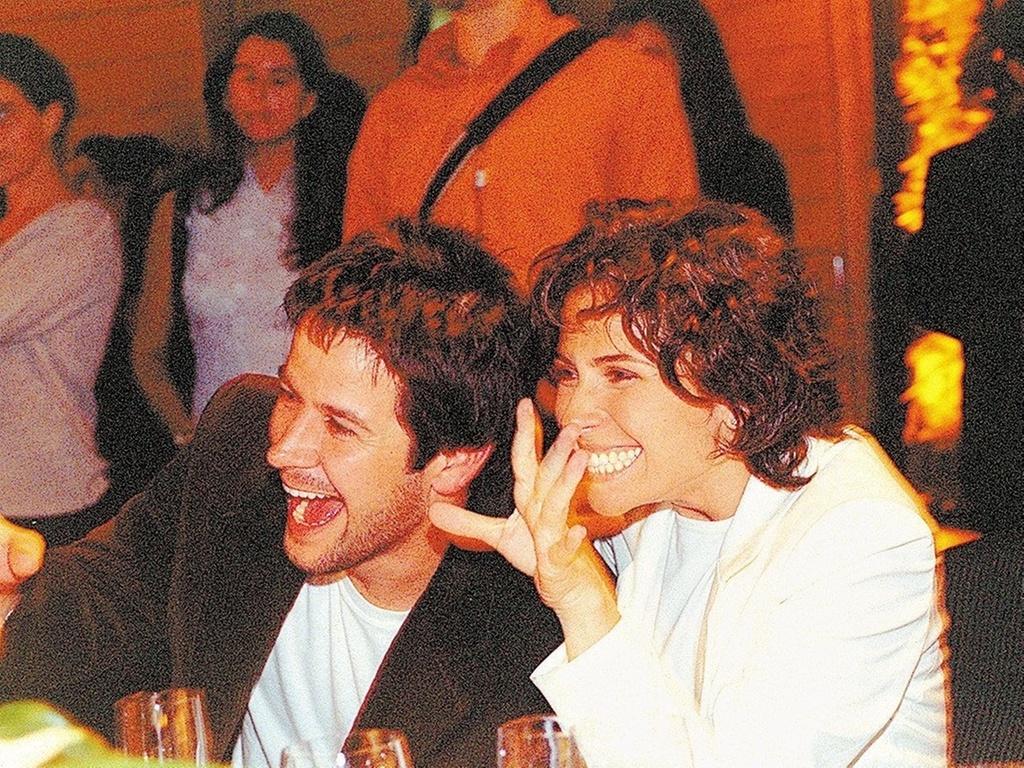 Murilo Benício e Giovanna Antonelli durante o leilão que inaugurou o Instituto Criar de TV e Cinema, ONG criada por Luciano Huck, no hotel Unique, em São Paulo (21/5/2003)