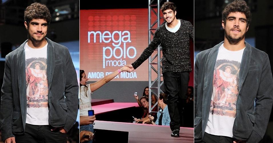 Caio Castro desfila no Mega Polo Moda, em São Paulo (15/3/2011)