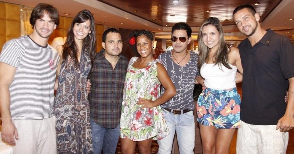 Rodrigo, Talula, Luciano, Janaína, Zezé Di Camargo, Natália e Diogo no cruzeiro